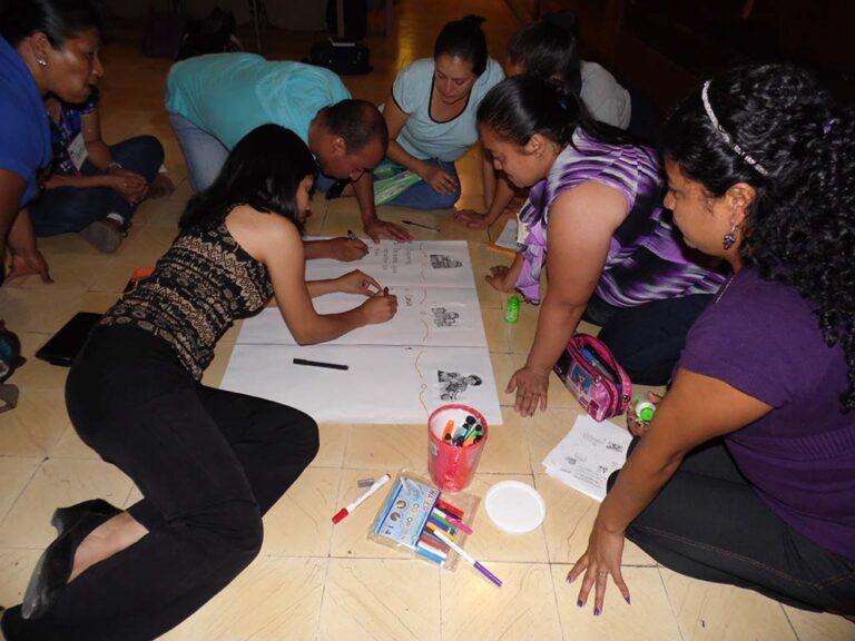 Mediante la tarde para educadores se aprende a utilizar el museo como recurso didáctico y a preparar a los grupos para la visita educativa al museo.